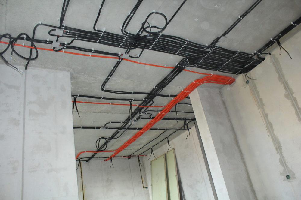 Как правильно проложить кабель и прикрепить наружные светильники на утепленном доме