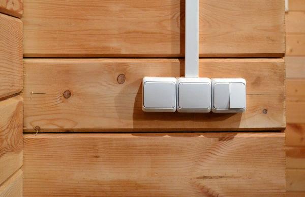 Накладные выключатели в деревянном доме