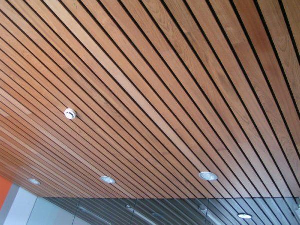 Осветительные приборы в реечном потолке