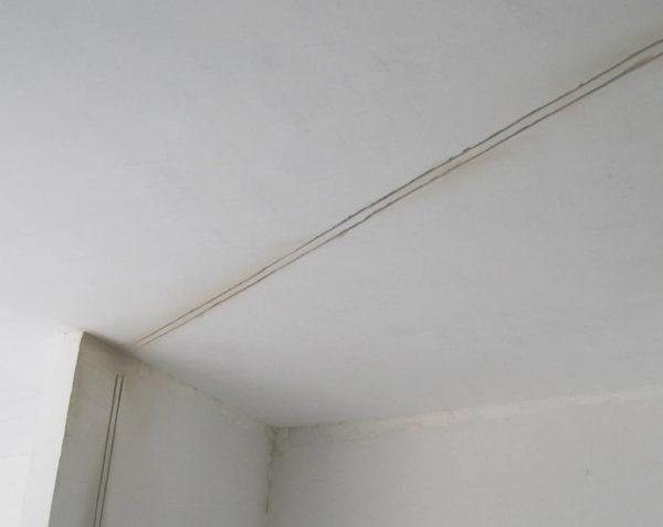 Штробление потолка под проводку