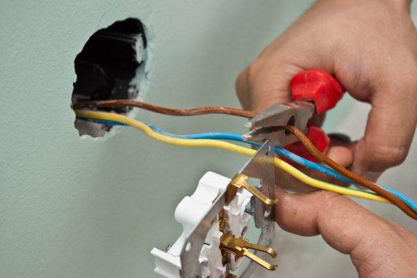 В помещении с повышенной влажностью нужно предусмотреть заземление приборов