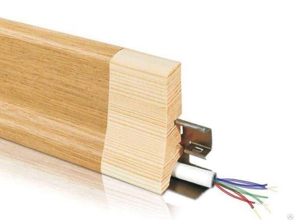 Деревянный плинтус с кабель каналом Barlinek