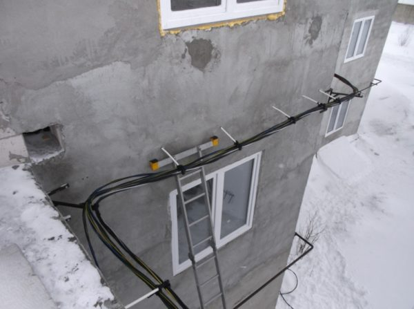 Прокладка провода СИП по фасаду