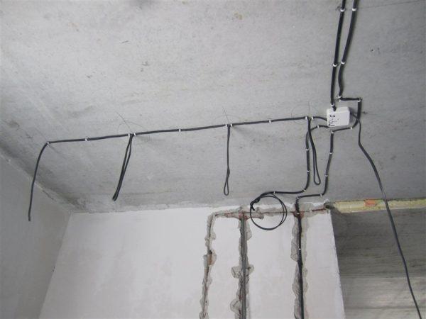 Проводка в ванной на потолке для светильников