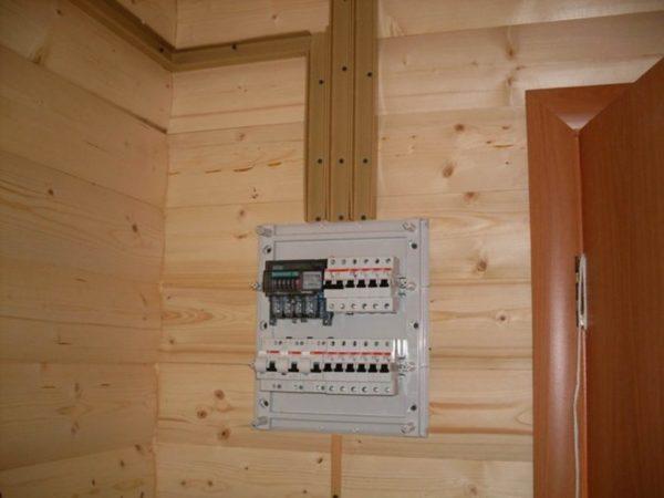Щиток электрический в деревянном доме