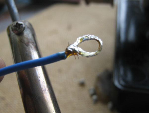 Формирование петли на конце провода