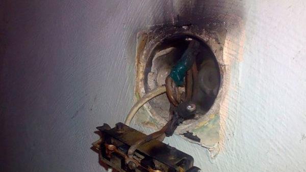 Неправильное соединение проводов может привести к пожару