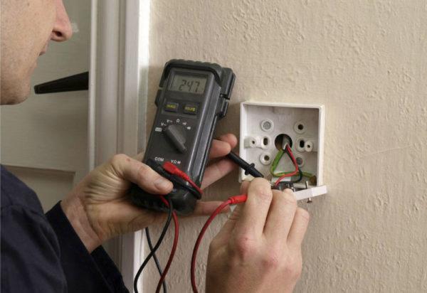 Проверка электропроводки с помощью мультиметра