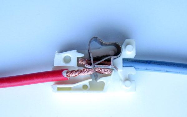 Пружинная клемма для соединения проводов