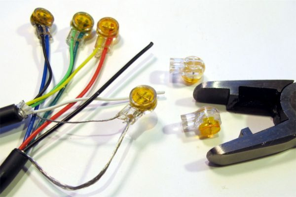 Скотчлок для соединения проводов