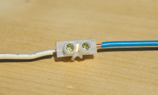 Соединение медного и алюминиевого проводов с помощью клеммы