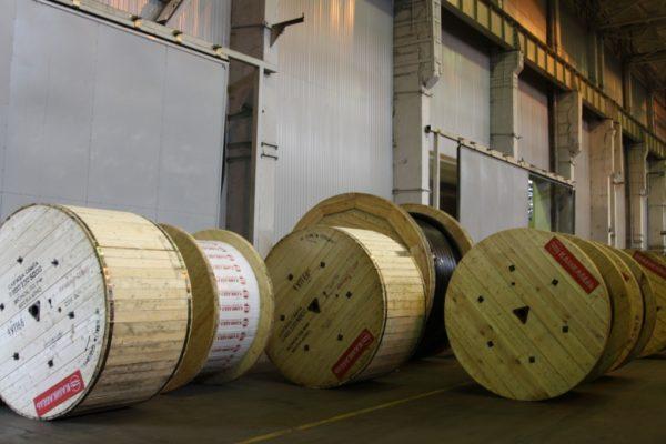 Упакованные кабельные барабаны на Камкабеле