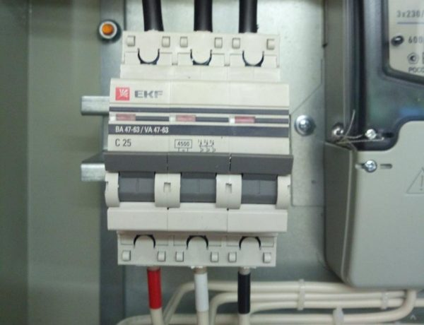 Вводной автомат в электрощите