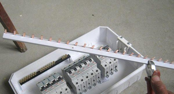 Подключение однофазных автоматов