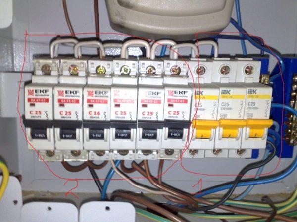 Соединение автоматов проводами обходится дешевле