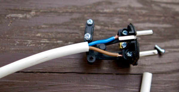 Пластина для фиксации кабеля